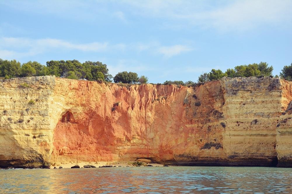 Klify wybrzeża Algarve.