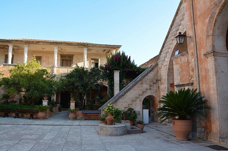 dziedziniec klasztor agia triada 2