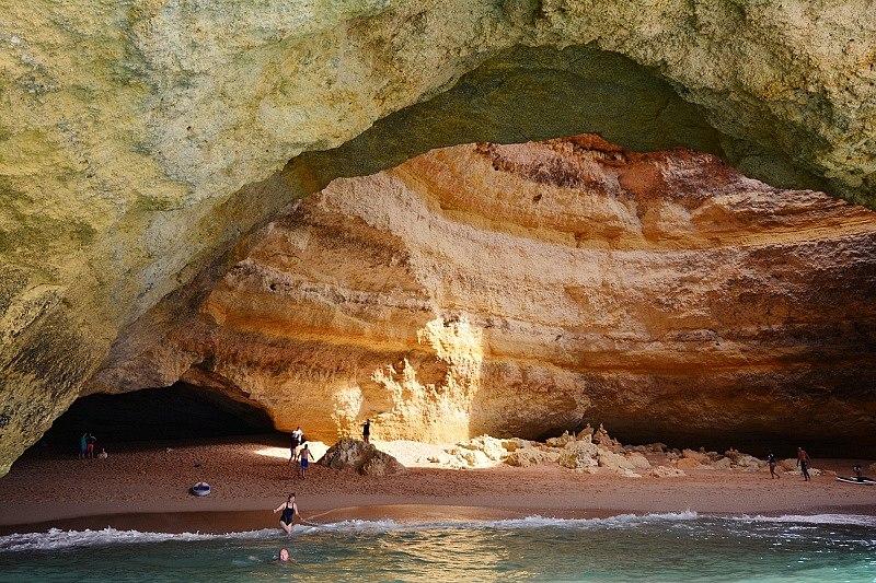 Jaskinia Benagil wPortugalii.