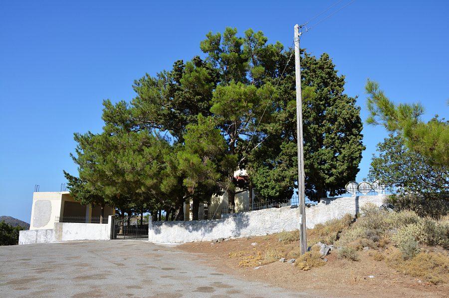 Parking przy wejściu naszlak Sirikari naKrecie.