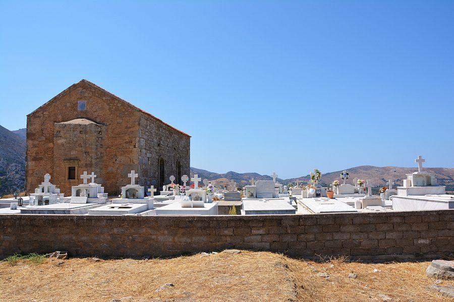 Grecki cmentarz nawzgórzu Polirinia.