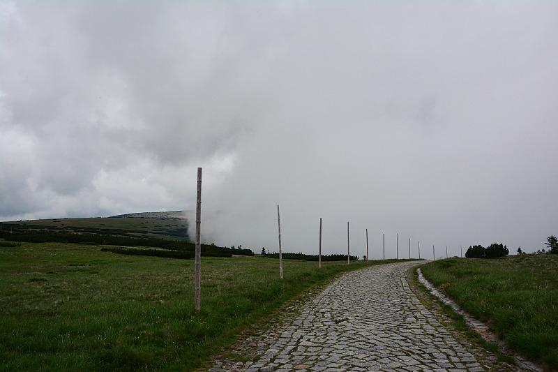Zamglony szlak wKarkonoszach.