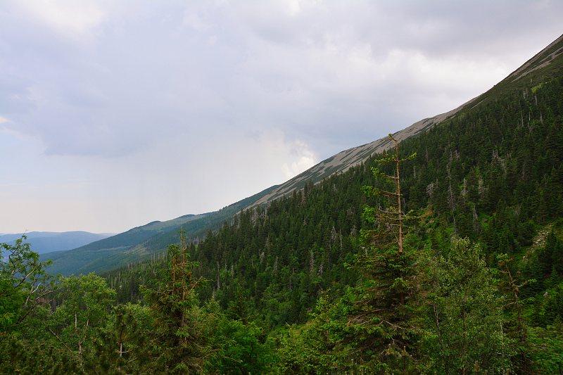 Widoki zczerwonego szlaku naCzarny Grzbiet.