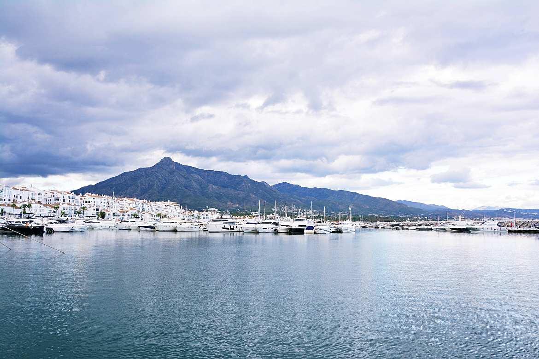 Marina Puerto Banús natle gór.
