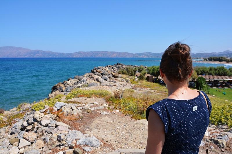 Z widokiem nawybrzeże zachodniej Krety zdrogi doportu wKasteli Kissamos.