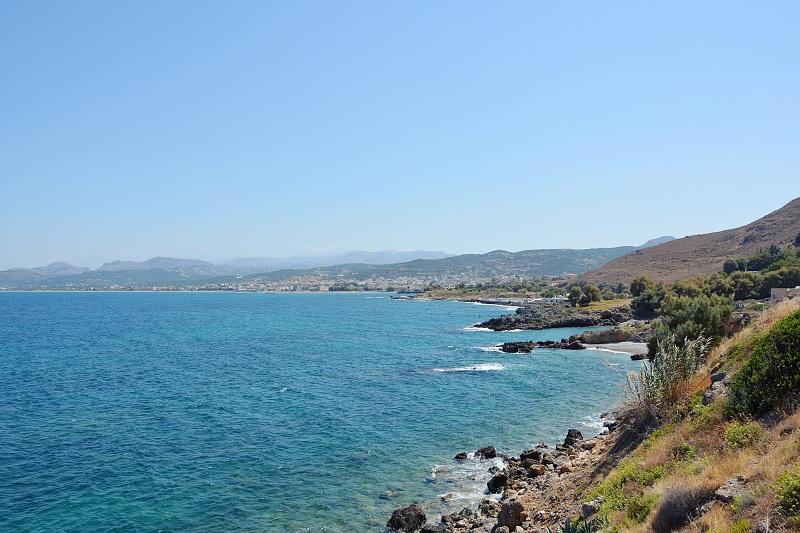 Wybrzeże zachodniej Krety zdrogi doportu wKasteli Kissamos.