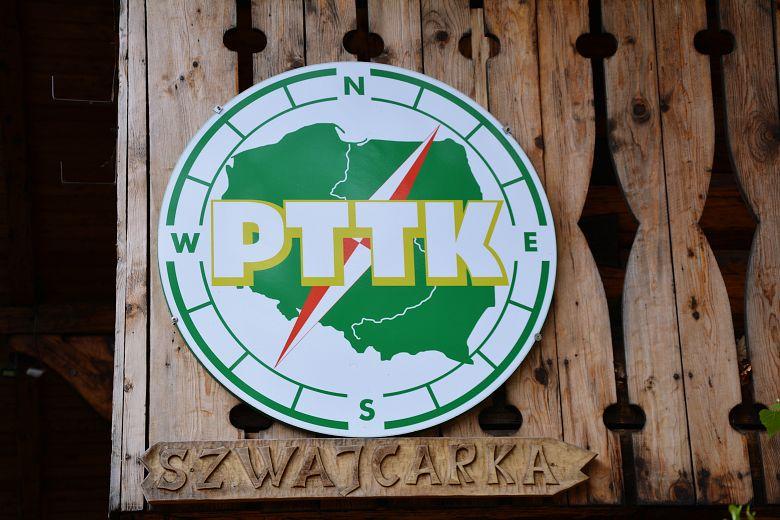 Symbol PTTK naSchronisku Szwajcarka.